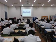 1年生大学見学会 001.JPG