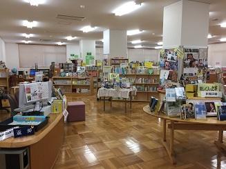 17_入口からみた図書館全体.JPG