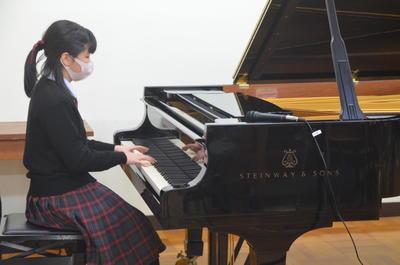 ピアノ演奏②.JPG