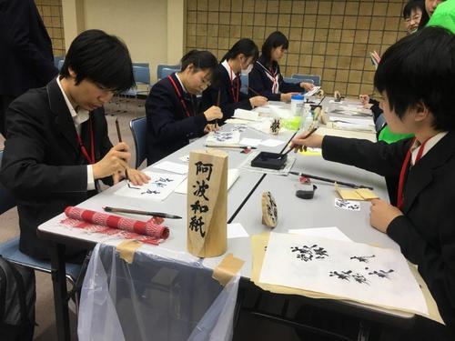 阿波和紙を使った作品を製作中です。