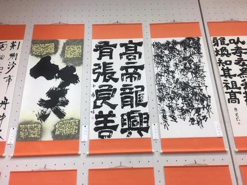 入選した森岡千尋さんの作品(中央)です。