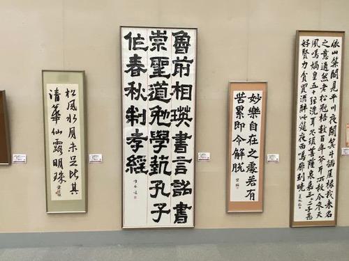 2年生佐々木唯衣さんが書いた漢時代の隷書古典の臨書作品です。