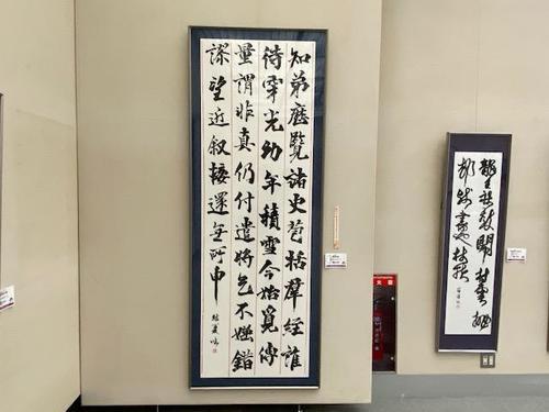 優秀賞を受賞した2年生藤井結夏さんの作品です。 奈良時代の光明皇后が書いた「楽毅論」の臨書です。