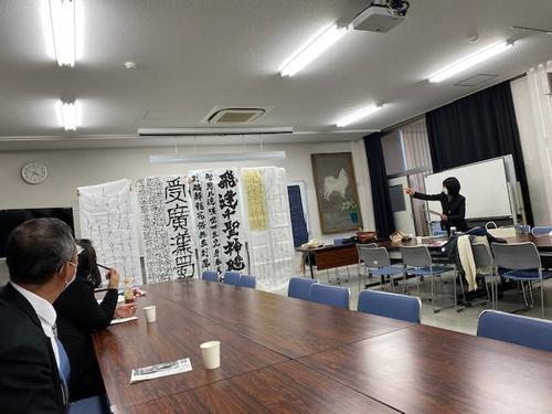 京都府代表に選ばれた5点の作品です。 左から2番目が佐々木唯衣さんの作品です。