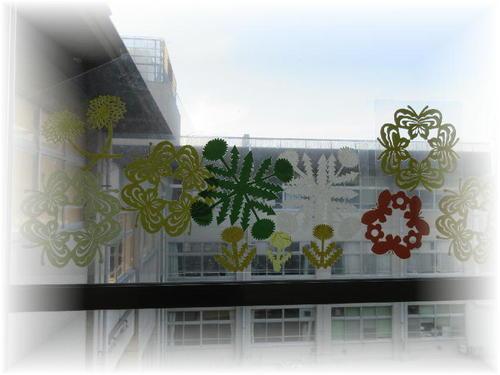 2019年4月の窓飾り(たんぽぽ・蝶)