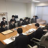 日本菊花全国大会での日本一受賞について、食品科学科園芸加工専攻生徒が橋本教育長を表敬訪問しました。