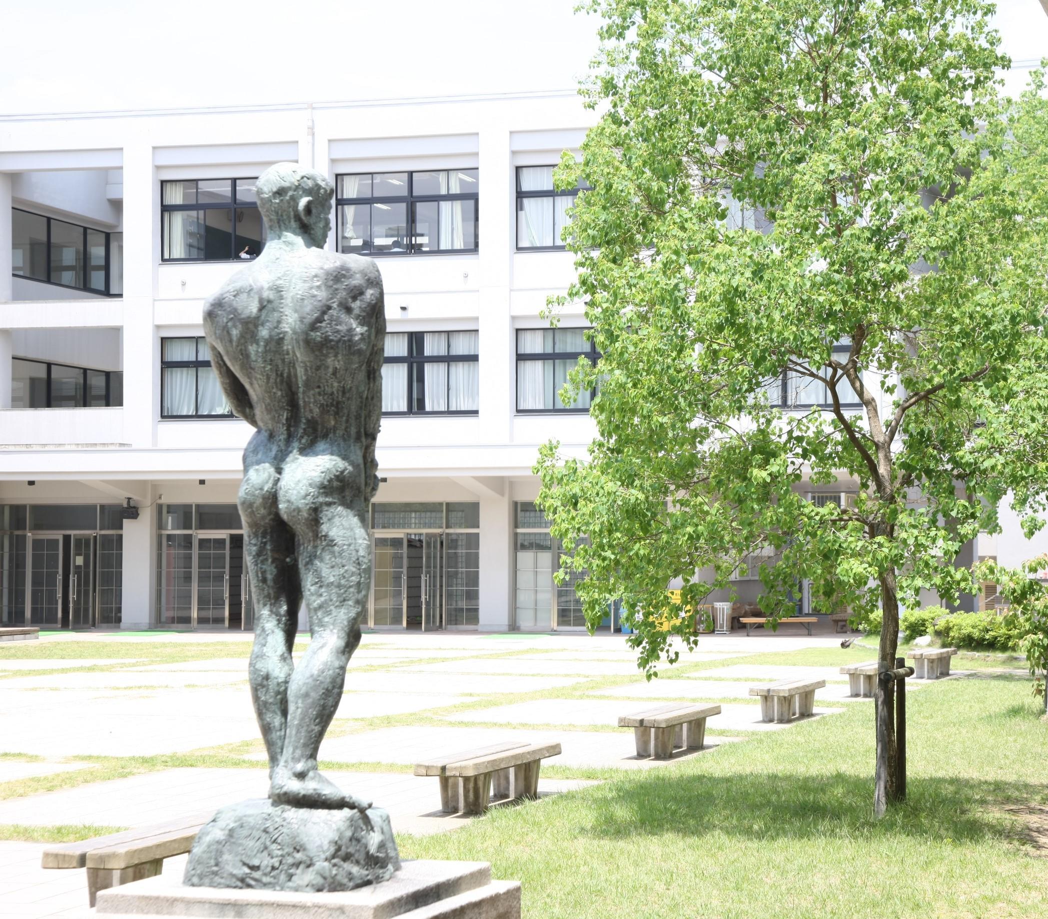 山城高等学校画像